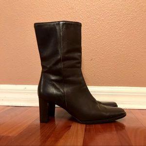 Vintage Coach Bacara dark brown boots